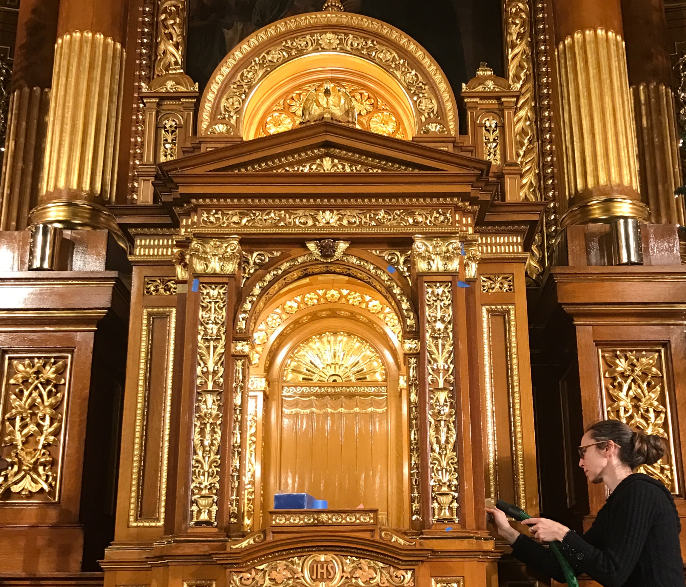 Altar during gilding restoration