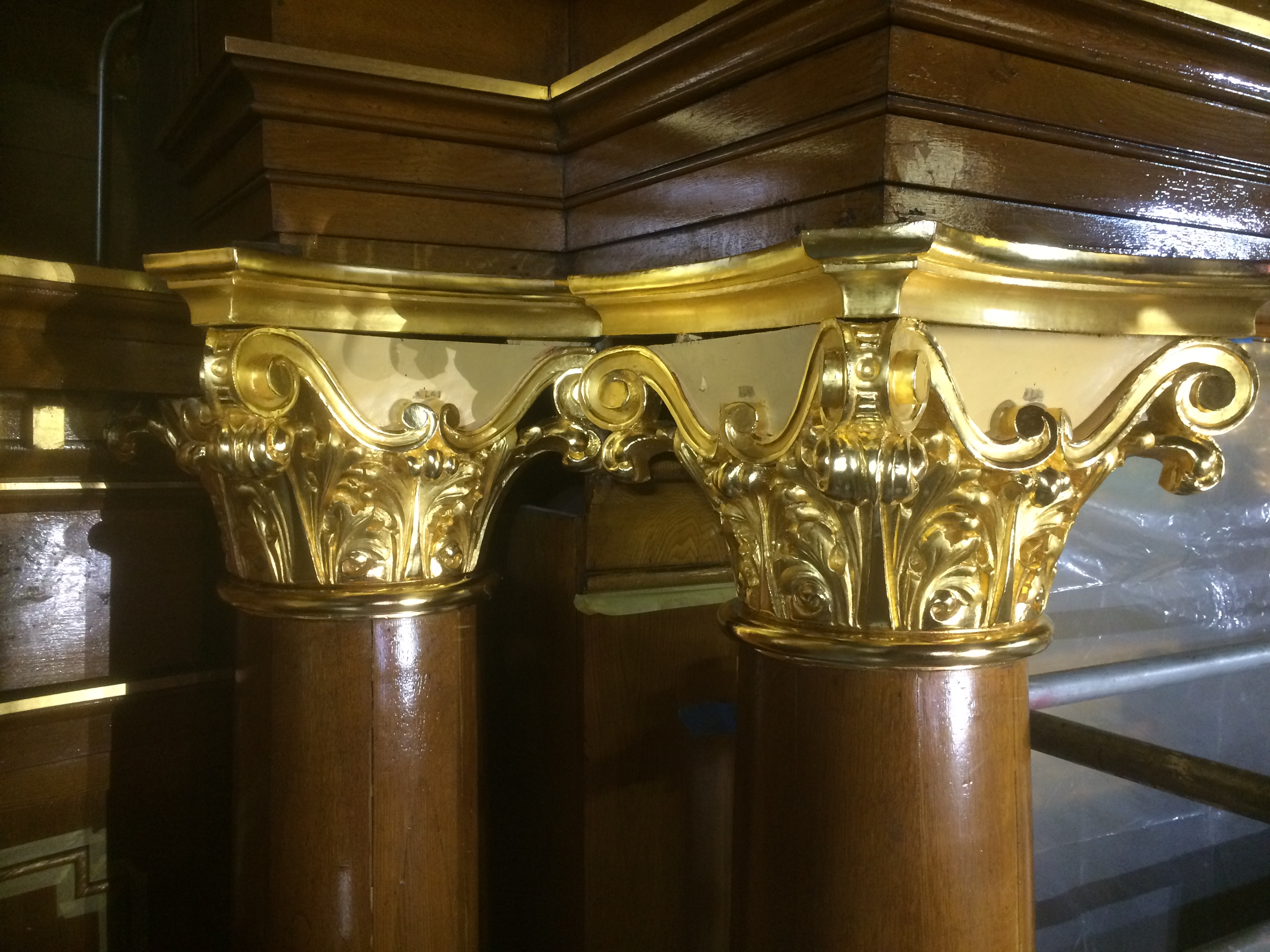 Column capital after gilding restoration