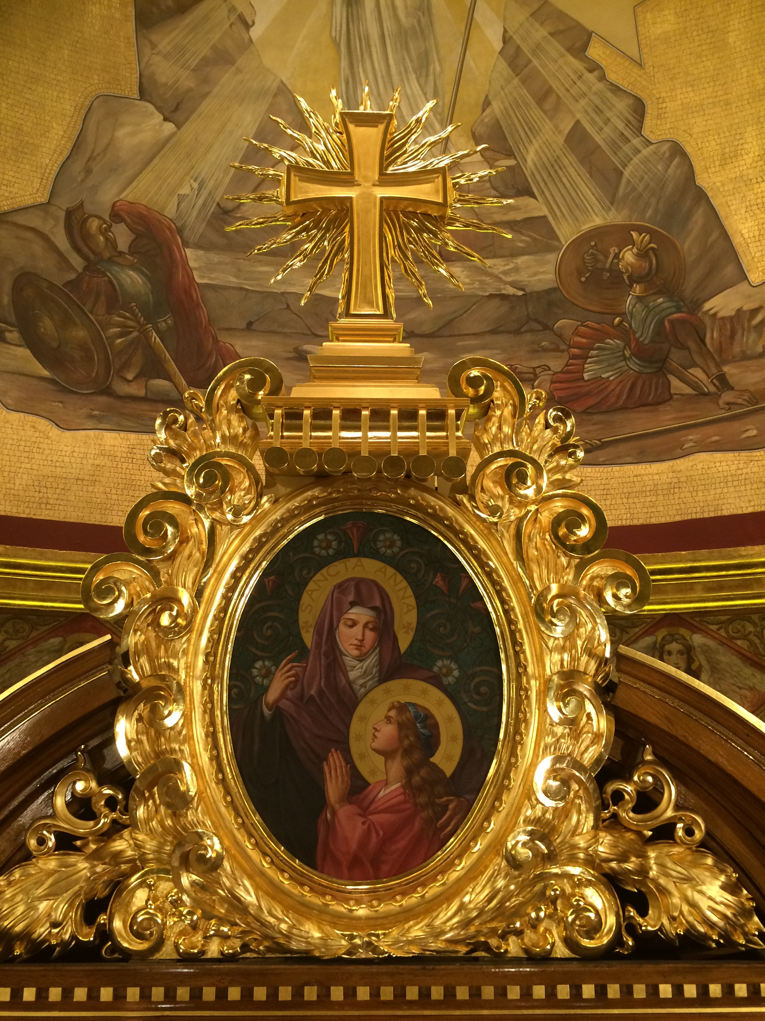 Frame on altar after gilding restoration
