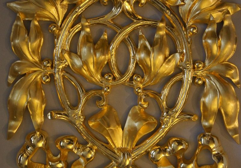 Wooden ornament after gilding restoration.